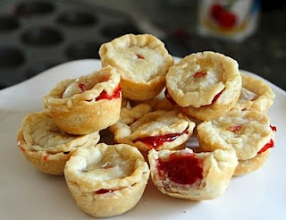 "Don't want to fuss with buying jars for baking pies in? Try these cute ""pie poppers""! Can't forget the pie at a bake sale! Find the full recipe at www.debbiesweets.blogspot.com"