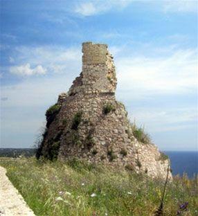Reisinformatie en bezienswaardigheden Apulie. Puglia ligt ver weg, in de hak van de laars, en is daarom een ongerepte streek die nog niet veel door toeristen wordt bezocht. Bekend om de trulli huisjes en grote steden als Lecce en Bari. #Puglia #Apulië #Apulie #Italia #Italie #Italië #Italy