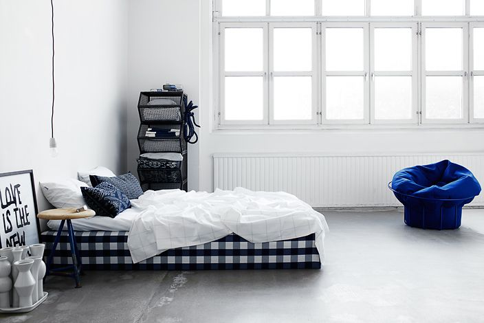 cobalt blue!Interiors Photography, Pia Ulin, Black White, White Bedrooms, Studios Couch, Concrete Floors, Deep Blue, Bedrooms Windows,  Day Beds