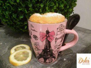 La lemon mug cake soffice e molto leggera con un delicato gusto di limone!