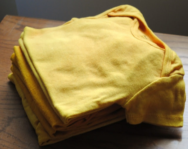 naturally dyed fabric tutorial - tumeric for yellow, bluberries for blue...