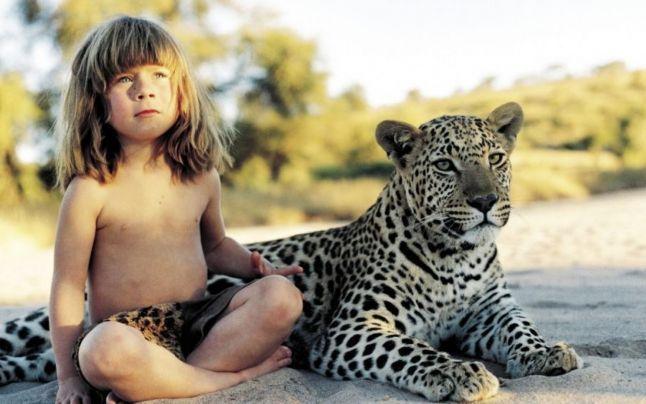 FOTO VIDEO Adevăratul Mowgli: fetiţa care a crescut printre elefanţi şi leoparzi