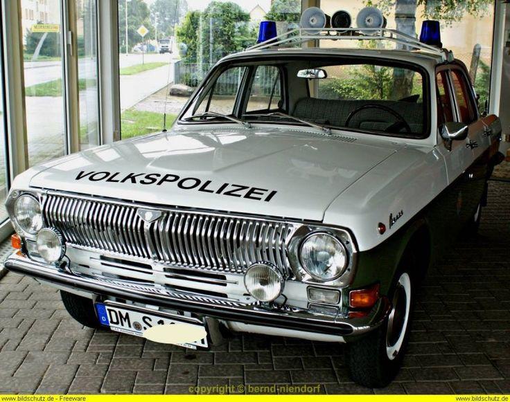 Streifenwagen Wolga M24 der DDR Volkspolizei