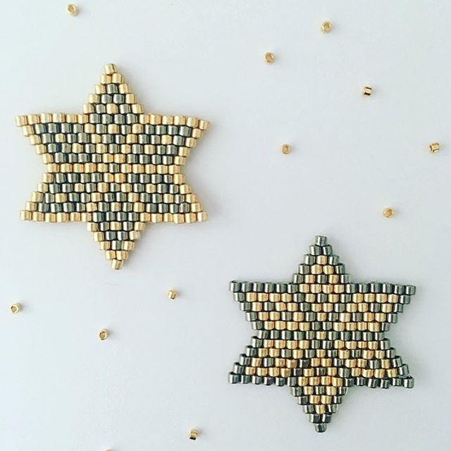 Très heureuse de vous présenter ma collaboration avec Cultura. Vous retrouverez sur Cultura.com et dans les magasins, le matériel et mon tutoriel pour réaliser ces étoiles de Noël en perles de rocaille pour une mise en beauté de votre sapin ou en Miyuki monté en broche pour soi ou à offrir . Pour trouver ce tutoriel c'est sur Cultura.com que ça se passe  https://www.cultura.com/etoiles-tissees-par-jolis-pois.html J'en profite pour remercier Magali. Bon tissage.