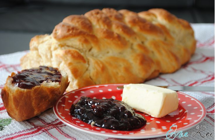 Vianočka - sweet Slovakian braided raisin bread.