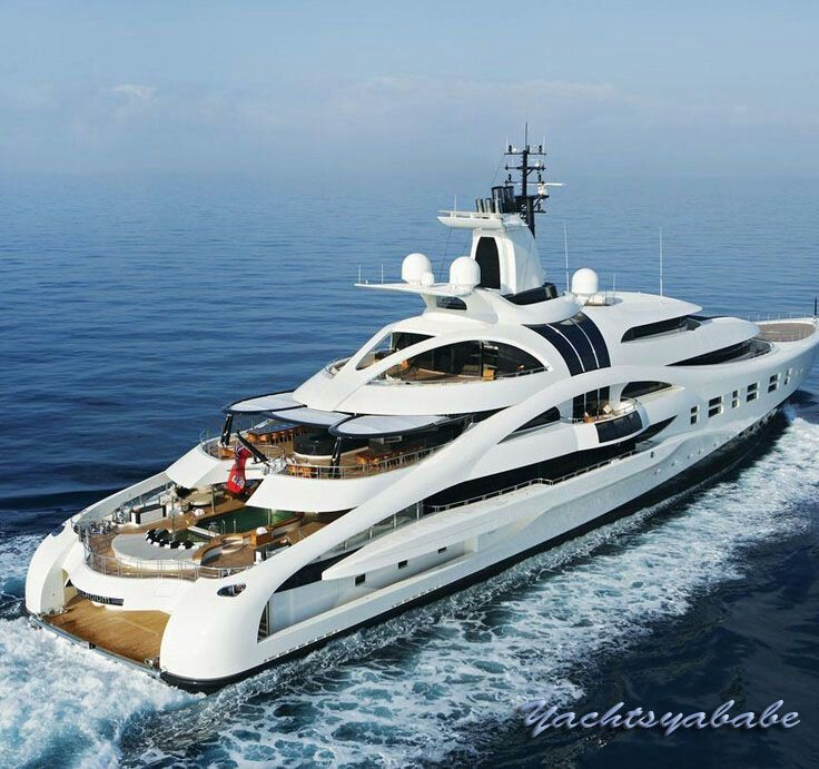 Yacht cruising on the sea, side view with ocean on the background