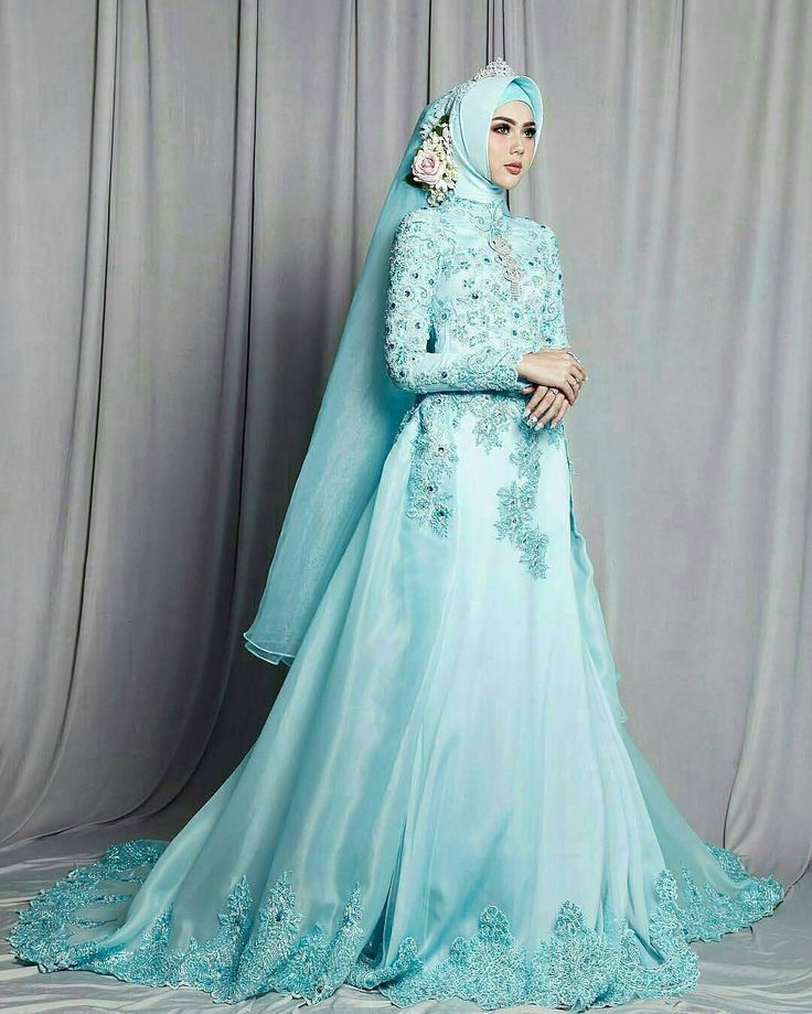 """The Shades of Blue"" @elvasoemantri in @naireofficial icy blue dress So classy yet elegant with her effortlessly pose  Makeup @irenaldriana  Hijabdo @chintianafuad  Photo @denymirrorcle  Siapa yang suka?�� Ayo Comment dan Tag @inspirasikebayapernikahan ke pasangan dan teman kamu!��  http://gelinshop.com/ipost/1515567603958833691/?code=BUIYLS7DmIb"