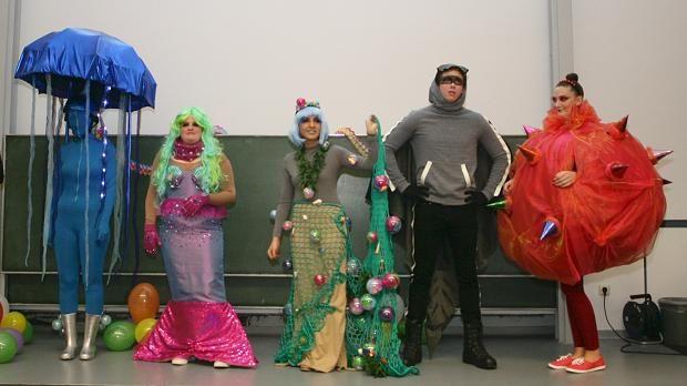 Die Karnevalsgesellschaft 'Schöpp op' hat Studenten der Hochschule Niederrhein damit beauftragt, Kostüme für junge Jecken zu entwerfen. Beim Veilchendienstagszug werden sich nun Rochen, Meerjungfrau und Qualle tummeln.