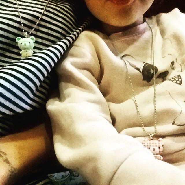 Sofi & me ❤ con nuestros collares de mejores amigas de @popcutie_com #bff  #accesoriosparaniños #mondegreenkids #shop #gijon #shoponline ➡www.mondegreenkids.com⬅