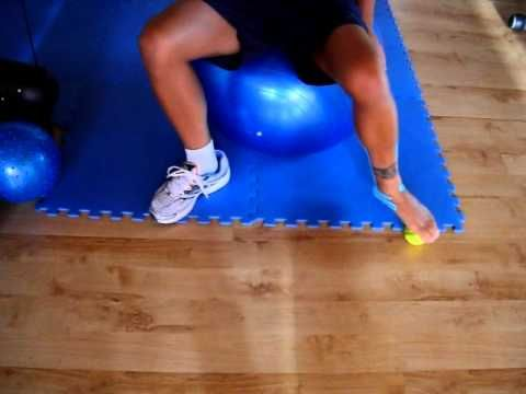 Riabilitazione distorsione alla caviglia propriocezione con pallina tennis.MOV - YouTube