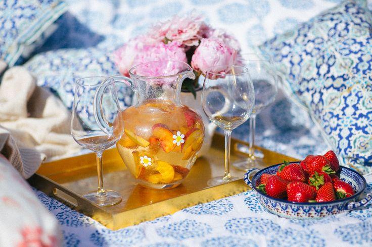 White Peach Sangria | The Londoner | Bloglovin'