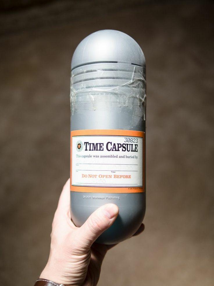 Фото: Что обнаружили в капсуле времени, запечатанной в 1993 году (Фото)