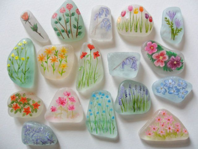 miniature su vetri di mare - Sea glass miniature paintings - Flowers - Beautifully frosted English sea glass