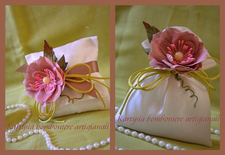 Collezione Peonia !!!!  Sacchetto e pochette in raso impreziositi da una bellissima peonia in tessuto color rosa antico.