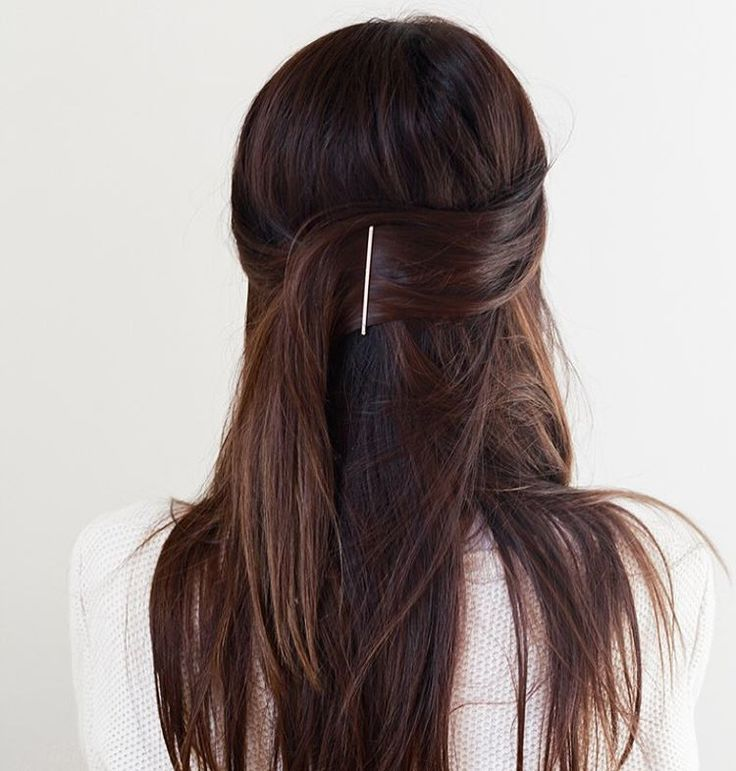"""""""The easiest half-up hairstyle on the blog today. Perfect for lazy hair days where you need to look a bit put together ;)"""""""