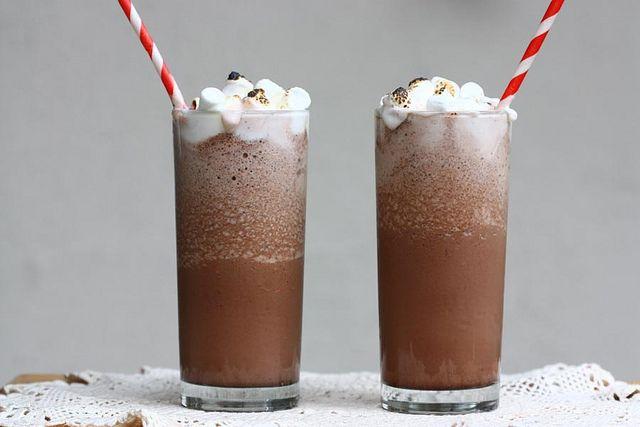 Frozen hot chocolateTreats, White Chocolates, Hot Chocolates Recipe, Food, Chocolates Drinks, Frozen Hot Chocolates, Chocolates Milkshakes, Cozy Kitchens, Savory Recipe