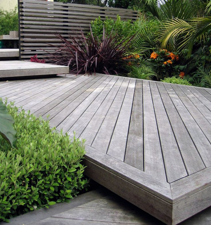 Stepped decking and horizontal screening in a sub-tropical styled garden