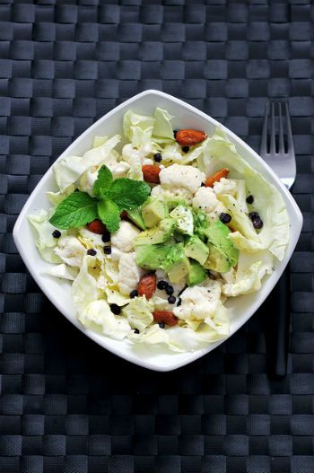 Cалат из авокадо и цветной капусты