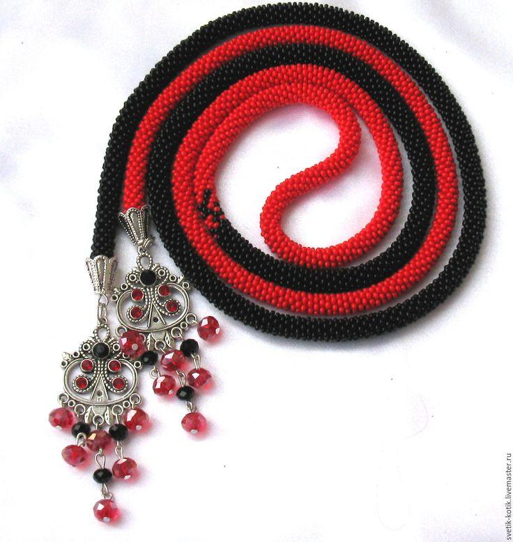 """Купить Лариат из бисера """"Кармен"""". Украшение длинное на шею . Пояс вязаный. - разноцветный, красный, черный"""