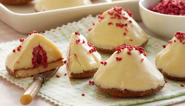 En god gammeldags Sarah Bernhardt kage smager skønt, men denne hvide og sommerlige udgave er nu heller ikke så tosset.