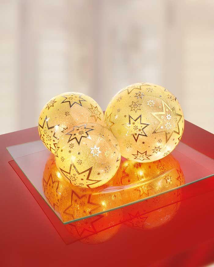 """beleuchtete Deko-Kugeln -  (Idee mit Anleitung – Klick auf """"Besuchen""""!) -Stimmungsvolle Lichter gehören zur Weihnachtszeit dazu. Mit diesen selbstgebastelten, leuchtenden Weihnachtskugeln schaffen Sie eine besonders festliche Atmosphäre."""