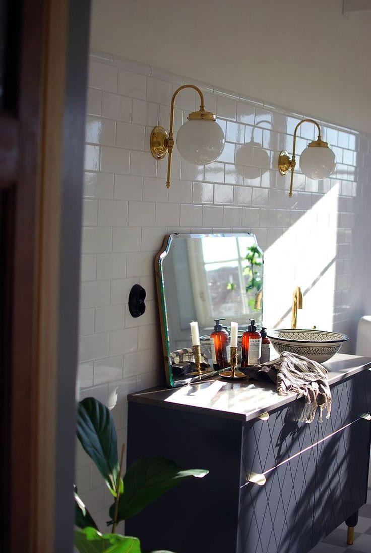 En första titt på badrummet (About a Country House) House, Blogg och Land