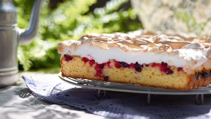 Ciasto z porzeczkami i bezą  - poznaj najlepszy przepis. ⭐ Sprawdź składniki i instrukcje na KuchniaLidla.pl!