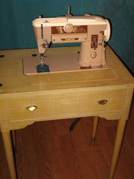 singer sewing machine with cabinet 1000 ideas about antique sewing machines on 26150