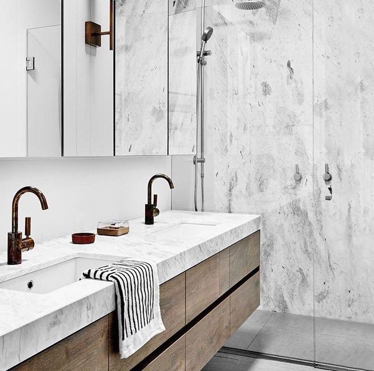 Marmeren badkamer met houten badkamermeubel 294 best