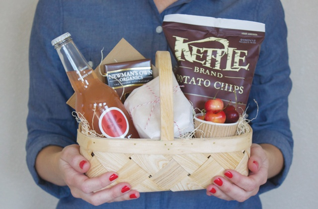 First Day of Summer Picnic Lunch | [dandee]: Welcome Gifts, Teacher Gifts, Gifts Baskets, Company Picnics, Gifts Ideas, Summer Picnics, Picnics Lunches, Gifts Welcome Baskets, Celebrity Summer