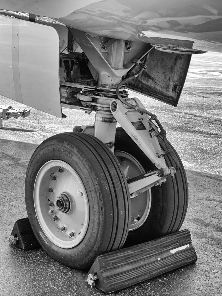 Old lady's landing gear
