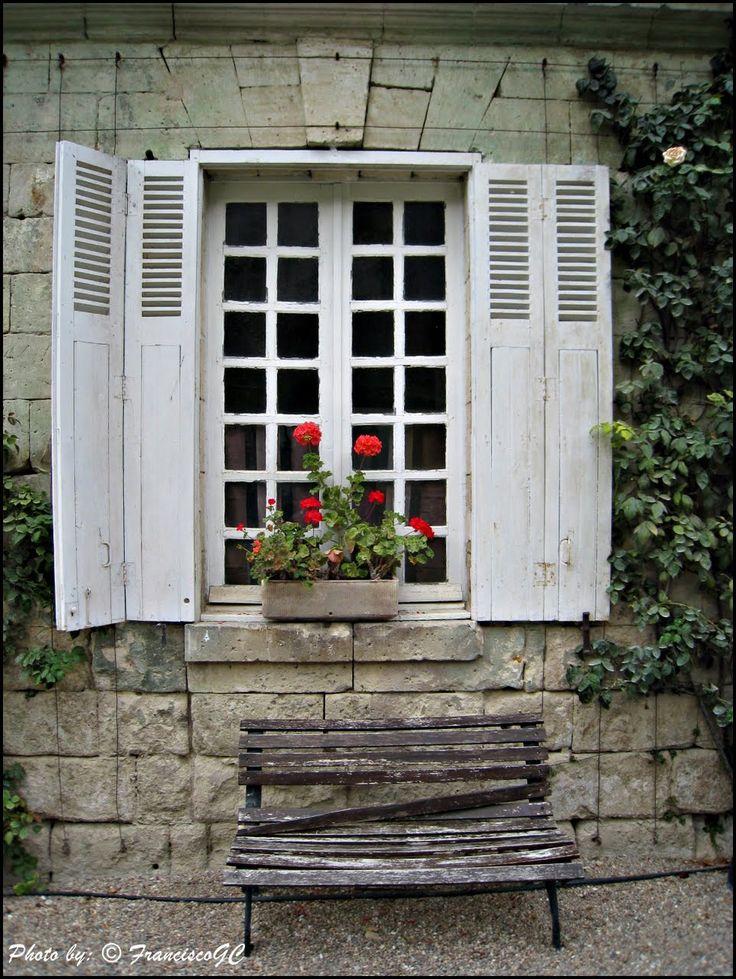 Fenêtre avec fleurs ,Ventana con flores(Château d'Ussé oú Château de La belle au bois dormant), Vallée de La Loire - France