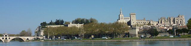 Avignon Stadt der Päpste,Eine imposante Stadtmauer, viele Sehenswürdigkeiten und ein buntes Treiben in den altertümlichen Gassen  #Avignon #Reisen #Frankreich #Wohnmobil  #travelbloggerup40