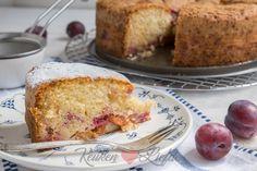 Ik heb inmiddels al heel wat smakelijke pruimenrecepten met je gedeeld op KeukenLiefde maar een snelle en makkelijk te maken pruimencake ontbrak nog.
