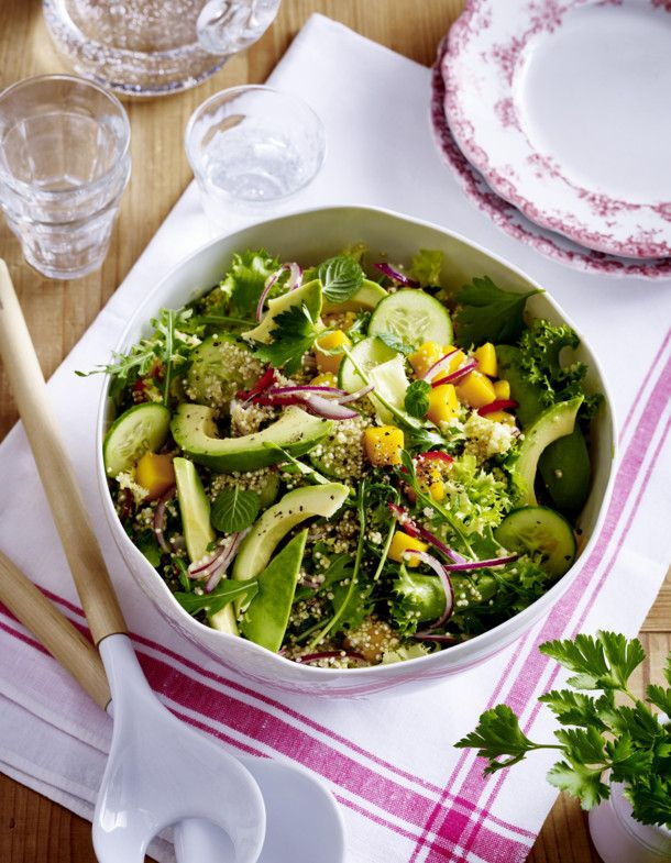 Unser beliebtes Rezept für Quinoa-Salat mit Avocado und Mango und mehr als 55.000 weitere kostenlose Rezepte auf LECKER.de.