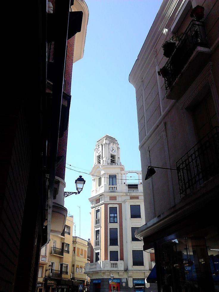 Calle Mesones con la Plaza del Reloj al fondo #MarcaTalavera