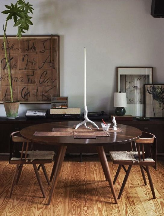 Even The Candlestick On Dining Table Is A Work Of Art Scandinaviancollectors George Nakashima Set Anita Caleros Apartment In Chelsea