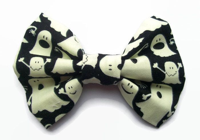 Baby Halloween Hairbow, Glow in the Dark Fabric, Ghost Dress Up, Toddler Halloween Hair Clip, Cute Halloween Costumes / Accessories by Sazparillas on Etsy https://www.etsy.com/uk/listing/475217975/baby-halloween-hairbow-glow-in-the-dark