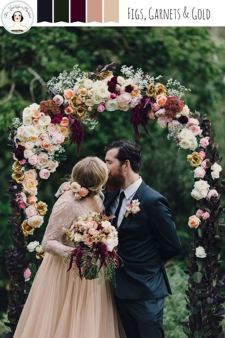 Such a beautiful colour combination - and I LOVE that floral arch!