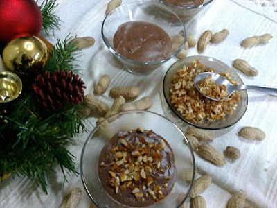 Mousse de chocolate com crocante de amendoim