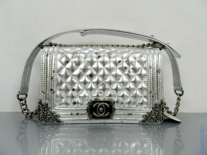 Сумка Chanel Boy Flap Bag серебристого цвета с бронзовой отделкой по краям