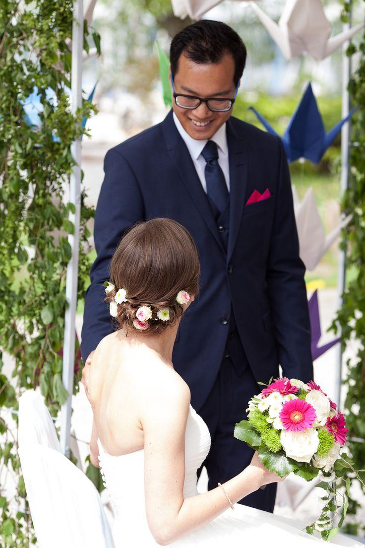 Interkulturelle Hochzeit am Starnberger See  #wedding #hochzeit #interkulturell #münchen #freie #trauung #hochzeitsredner #bayern #couple #brautpaar #strauss #fliege #blog #reportage #real