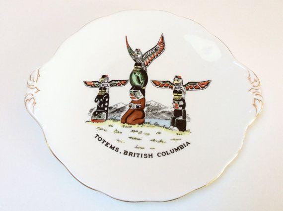Vintage Royal Albert Totem Ware gâteau plat, en Colombie-Britannique Totems, Souvenir canadien, difficile à trouver, Excellent État, années 1950