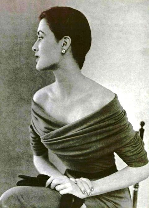 Balenciaga, 1950.....gorgeous then, and gorgeous now....absolutely timeless ! absolutely stunning !