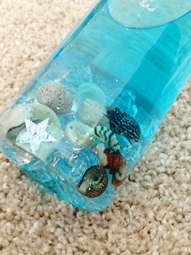 Fun for sitting bubs and for encouraging the crawling of babies newly on the move, a baby play bottle is super quick and easy to make and I decided that a sea in a bottle would be a wonderful place to start.