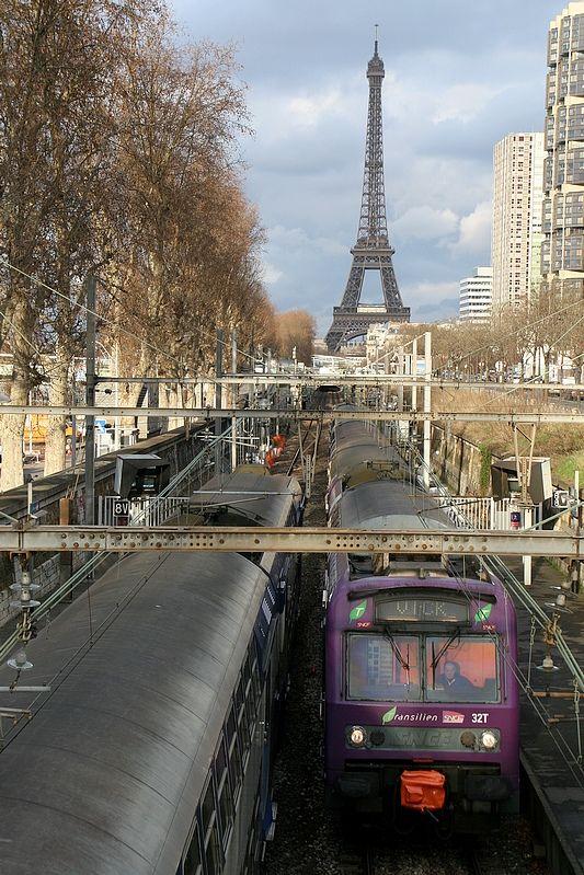 Trains of RER Line C - Paris, France (by claudeD)