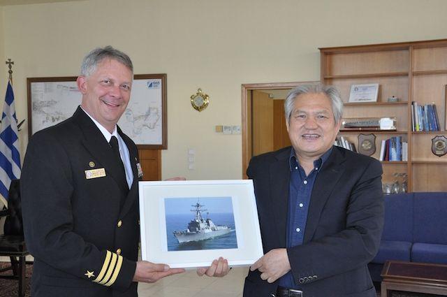 Τον Christopher Gilbertson, Commanding Officer του αντιτορπιλικού του Αμερικάνικου Πολεμικού Ναυτικού USS MASON (DDG 87) υποδέχτηκαν στον ΟΛΠ