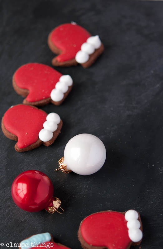 chocokate cookies with icing