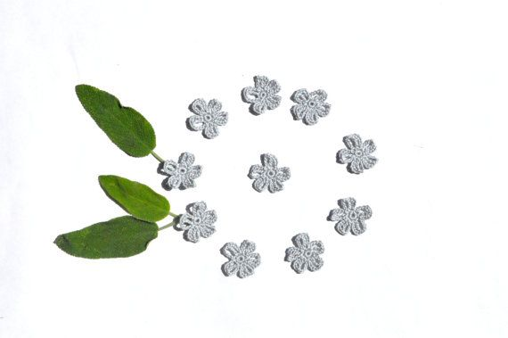 Cotton Crochet Flower Appliques/ Tiny Grey by manufattofattoamano, €1.50