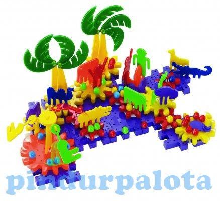 A csomagban található színes elemeknek köszönhetően egy saját állatparkot építhetnek, ráadásul a fogaskerekek megfelelő elhelyezésével mozgásba is hozhatja a szerkezetet. Kialakításának köszönhetően a legkisebbek is bátran kiélhetik kreativitásukat.